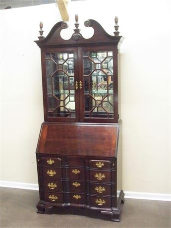BEAUTIFUL PENNSYLVANIA HOUSE CHIPPENDALE STYLE SECRETARY DESK
