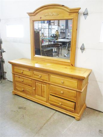 BROYHILL TRIPLE DRESSER WITH MIRROR