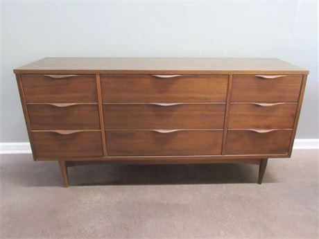 Mid Century Modern Ward Furniture 9 Drawer Dresser