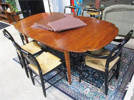 HITCHCOCK SCALLOPED-EDGE DINING TABLE, CHAIRS, AND PADS (REPRODUCTION)