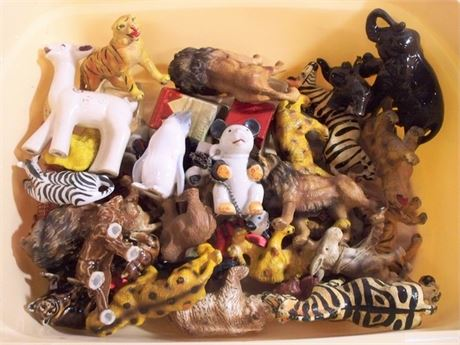 LARGE VINTAGE TOY WILDLIFE FIGURINE LOT - OVER 40 PIECES