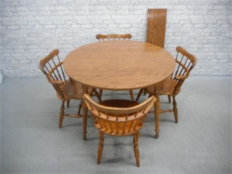 ETHAN ALLEN TABLE AND 4 COMB BACK WINDSOR CHAIRS