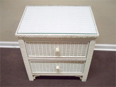 WHITE WICKER NIGHTSTAND WITH PROTECTIVE GLASS TOP