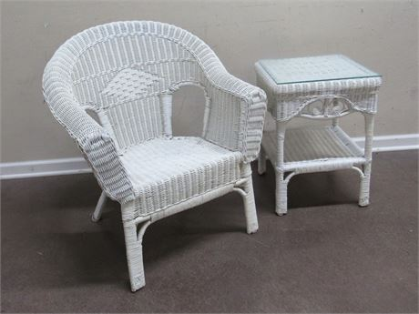 WHITE WICKER CHAIR WITH SIDE/END TABLE