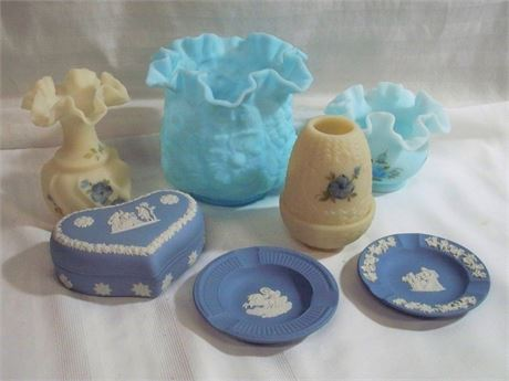 7 PIECE VINTAGE POTTERY/GLASS LOT - FENTON AND WEDGEWOOD