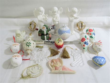 20+ Piece Misc. Christmas/Holiday Ornament/Decorative Lot