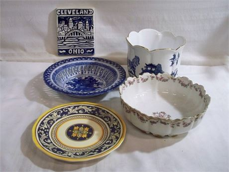 5 PIECE POTTERY LOT - INCLUDES BLUE WILLOW AND HAVILAND LIMOGES