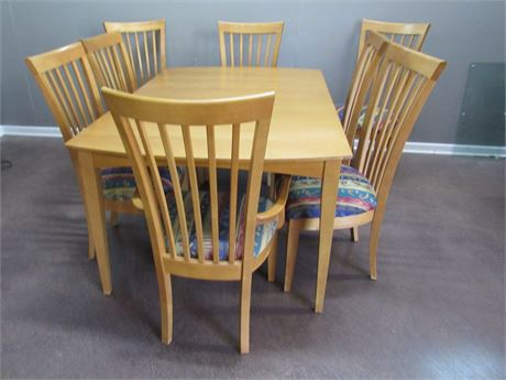 Great Looking Stanley Dining Table with 8 Chairs, 2 Leaves and Table Pads