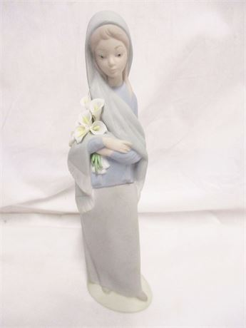 "LLADRO ""GIRL WITH LILIES"" UNGLAZED"