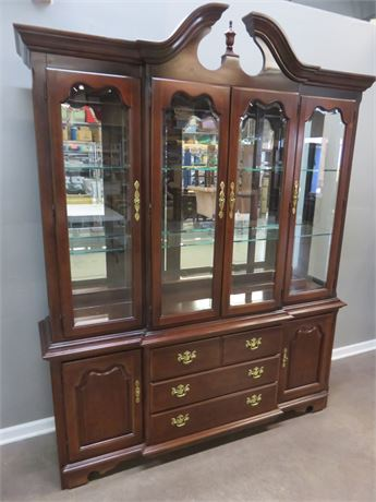 THOMASVILLE Impressions Cherry Breakfront China Hutch