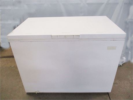 11 CU. FT. CROSSLEY SHELVADOR CHEST FREEZER
