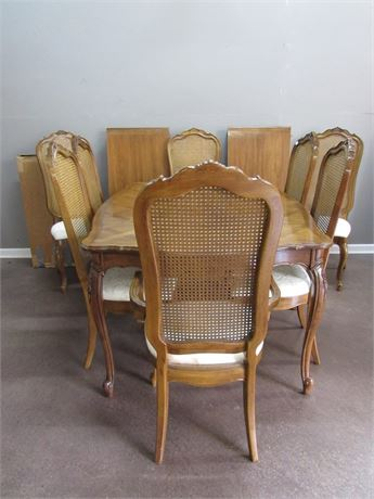 Thomasville French Provincial Dining Table with 8 Chairs, 2 Leaves and Pads