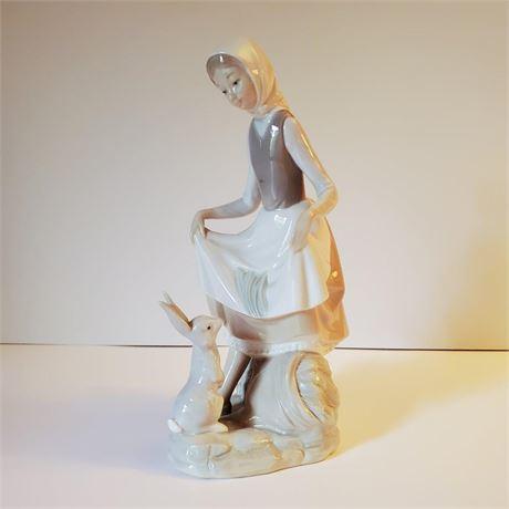 """Lladro Figurine """"Rabbit's Food"""" #4826"""