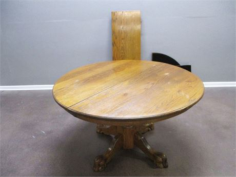 VINTAGE OAK PEDESTAL TABLE WITH LEAF AND TABLE PADS