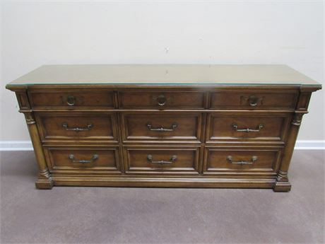 HENREDON 9 DRAWER DRESSER