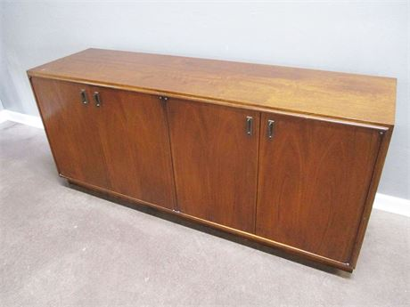 VINTAGE MID CENTURY CREDENZA BY FOUNDERS