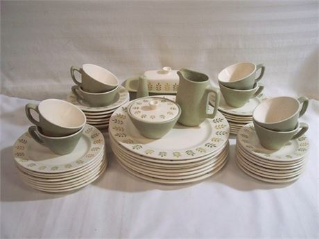 MID CENTURY METLOX POPPYTRAIL PEPPER TREE DINNERWARE - 52 PIECES