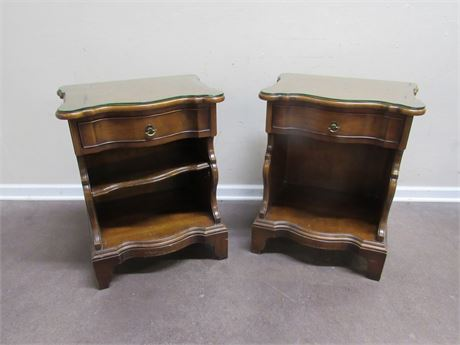 2 MORGANTON SERPENTINE FRONT NIGHTSTANDS