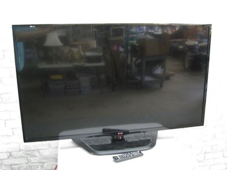 LARGE LG FLAT PANEL TV - 47""