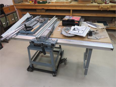 DELTA 10-inch Contractors Table Saw with Unifence