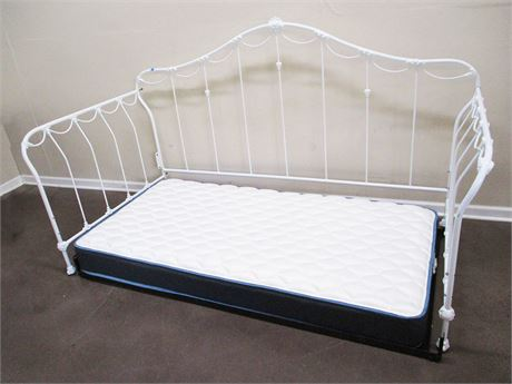 WHITE WROUGHT IRON DAY BED