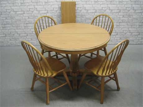 OAK DINETTE TABLE WITH FOUR SPINDLE BACK CHAIRS