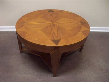 NICE ROUND OAK COFFEE TABLE