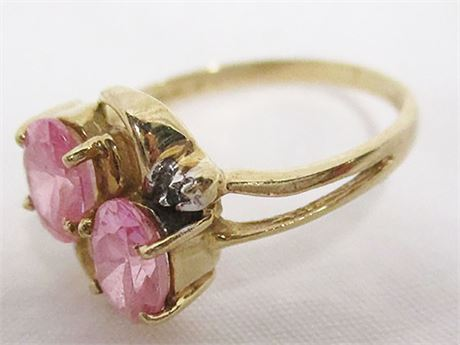 10K GOLD RING WITH PINK STONES