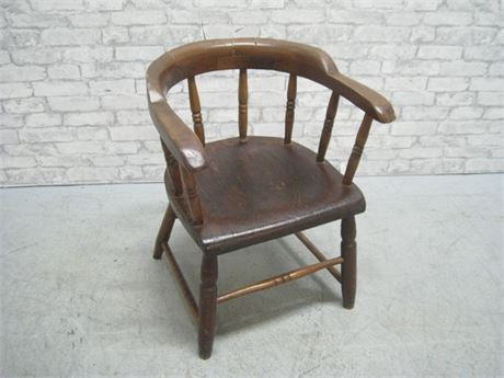 VINTAGE CAPTAIN'S CHAIR