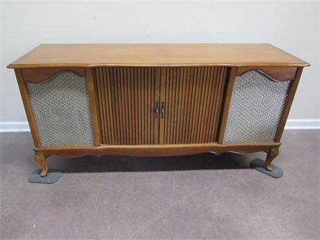 VINTAGE FRENCH PROVINCIAL STEREO CONSOLE W/ MARANTZ RECEIVER & DUAL TURNTABLE