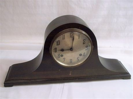 VINTAGE/ANTIQUE MANTEL CLOCK