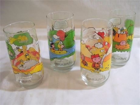 4 VINTAGE MCDONALD'S CAMP SNOOPY COLLECTION DRINKING GLASSES