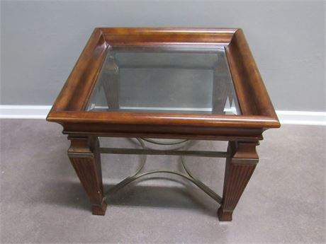GREAT LOOKING WOOD END TABLE WITH BEVELED GLASS TOP