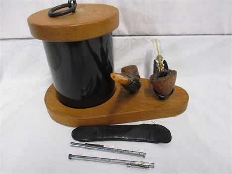 VINTAGE HUMIDOR AND DISPLAY STAND WITH 2 VINTAGE PIPES