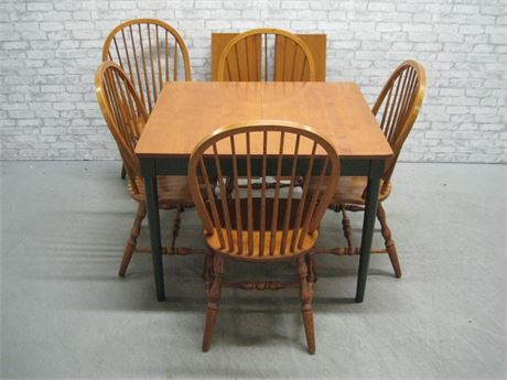 DINING TABLE AND 5 WINDSOR BACK CHAIRS