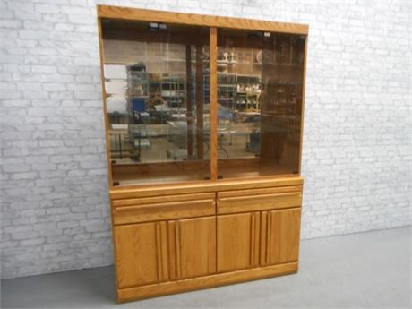 BROYHILL 2 PIECE CHINA HUTCH