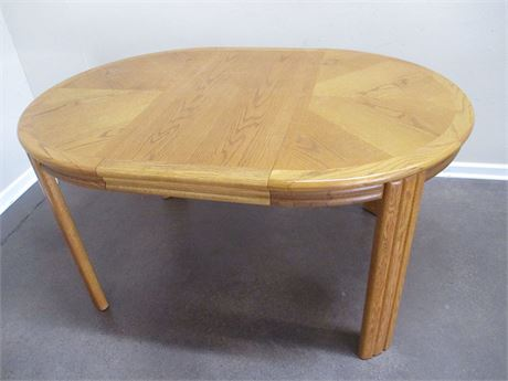 OAK DINING TABLE WITH LEAF