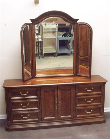 NICE AMERICAN OF MARTINSVILLE DRESSER WITH TRI-FOLD BEVELED GLASS MIRROR