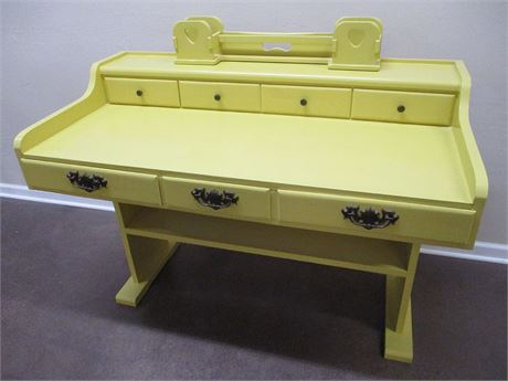 DESK WITH ORGANIZER