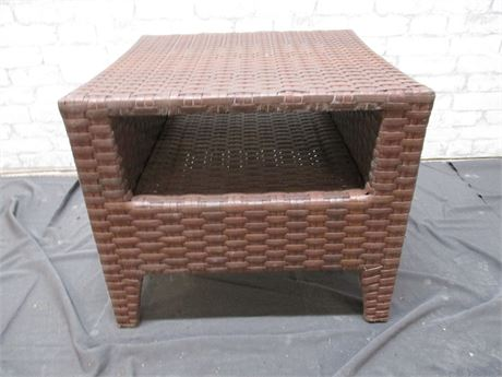 OUTDOOR WOVEN SIDE TABLE