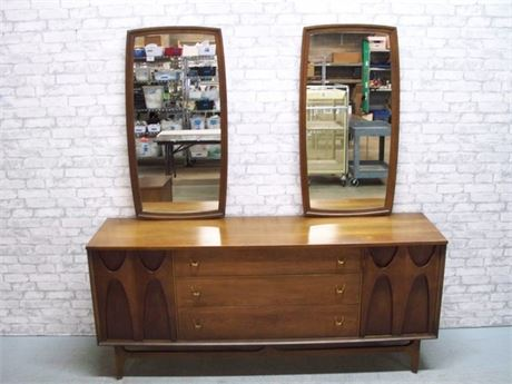 BROYHILL BRASILIA MID CENTURY DRESSER WITH 2 MIRRORS