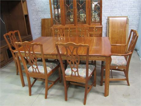 Beautiful Harden Dining Table with 6 Chairs, 2 Leaves and Table Pads