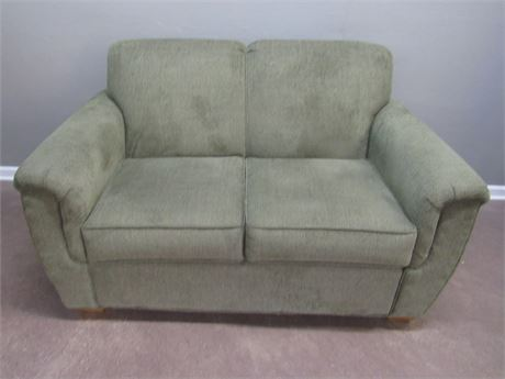 Nice Lancer Upholstered Green 2 Cushion Loveseat with 4 Throw Pillows