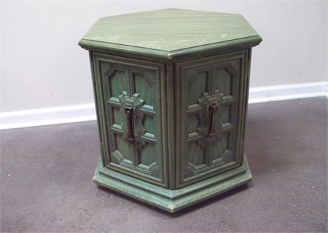 VINTAGE STANLEY FURNITURE GREEN FINISHED HEXAGON END TABLE