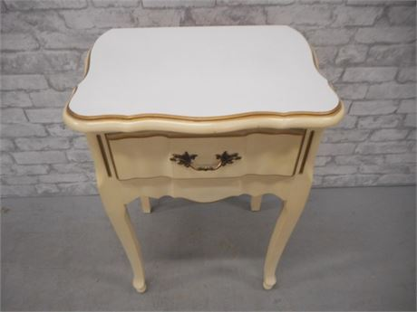 VINTAGE FRENCH PROVINCIAL SERPENTINE FRONT NIGHTSTAND