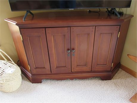 Great Looking Corner TV/Entertainment Console
