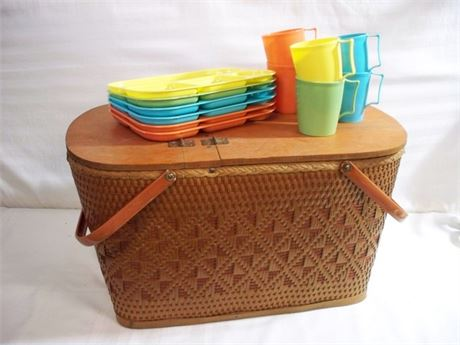 VINTAGE REDMON PICNIC BASKET WITH COLONIAL MFG. CUPS AND TRAYS