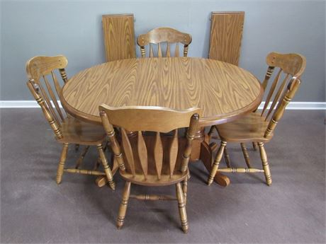 Eechbrook Dinette Table with 4 Chairs and 2 Leaves