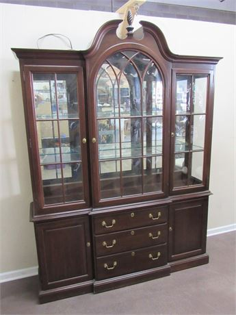 STUNNING CHERRY ETHAN ALLEN CHIPPENDALE STYLE CHINA HUTCH