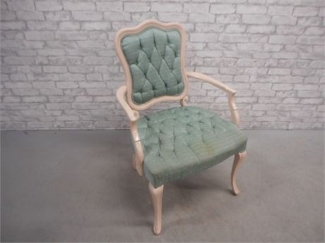 UPHOLSTERED/TUFTED SIDE/ARM CHAIR